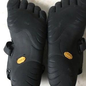 Vibram Shoes - Vibrams Five Fingered barefoot